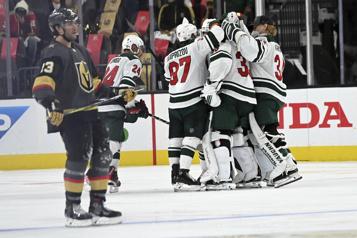 Wild - Golden Knights (match #1) Le Wild remporte un duel de gardiens grâce à Joel Eriksson Ek)