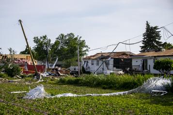 Un mort et des blessés après une tornade à Mascouche )