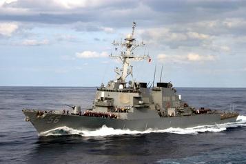 La Russie accuse un navire américain d'avoir violé ses eaux territoriales)