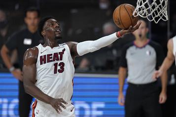 Bam Adebayo confirme la victoire du Heat contre les Celtics)