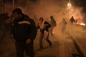 Grèce: violents incidents à Lesbos et Chios contre les nouveaux camps pour migrants