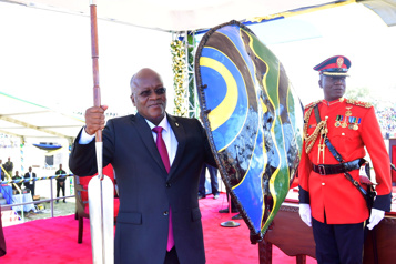 COVID-19 Le président de la Tanzanie dit que les vaccins sont «dangereux»)