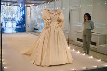 Londres Une exposition se penche sur les créateurs de la famille royale)