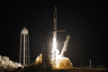 SpaceX Quatre astronautes en route vers la Station spatiale internationale )