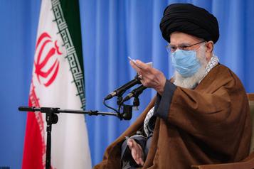 Iran Khamenei met en garde contre l'«espoir» d'une «ouverture» avec l'Occident)