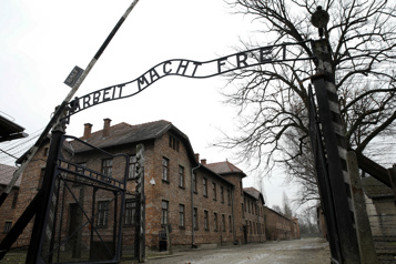 76ans après Auschwitz Hommage aux 200000enfants massacrés)