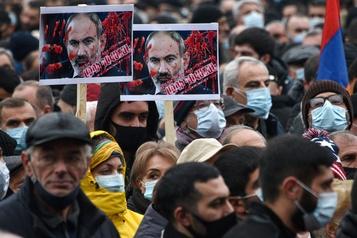 Arménie Des milliers de personnes réclament la démission du premier ministre)