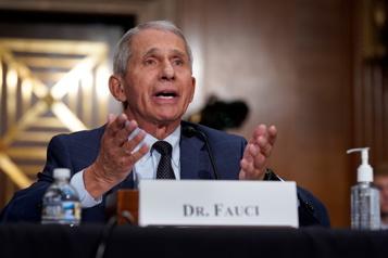 Le Dr Anthony Fauci n'anticipe pas de nouveaux confinements)