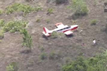 Un avion léger atterrit d'urgence aux Everglades)