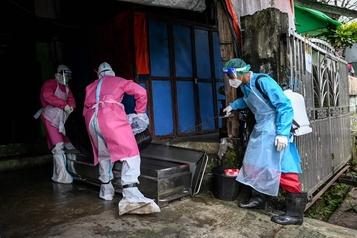 Bilan de la pandémie Près de 1140000morts dans le monde)