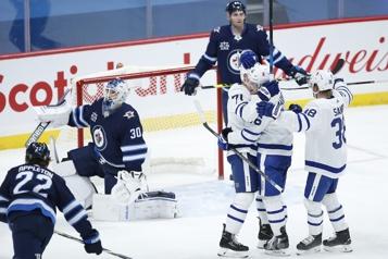 Victoire des Maple Leafs de 5-3 contre les Jets)