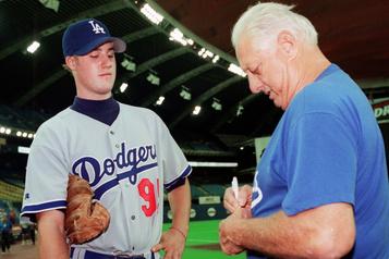 Dodgers Tom Lasorda est hospitalisé aux soins intensifs)