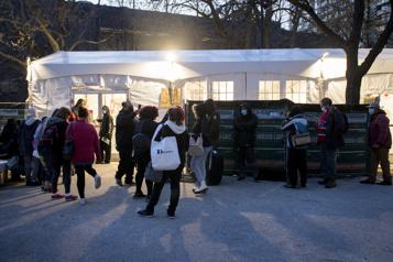La tente du square Cabot demeurera ouverte jusqu'au 17?mai)