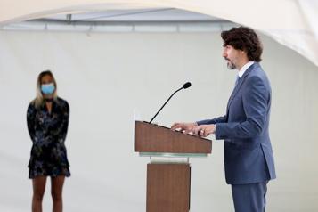 Assouplissements à la frontière Trudeau défend son plan, de jeunes familles déçues)