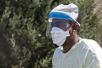 Le masque médical efficace pour prévenir les infections au coronavirus)