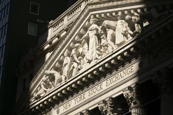 Wall Street sans direction après les chiffres des inscriptions au chômage)