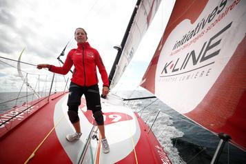 Vendée Globe Samantha Davies contrainte à l'abandon à la suite d'une collision)