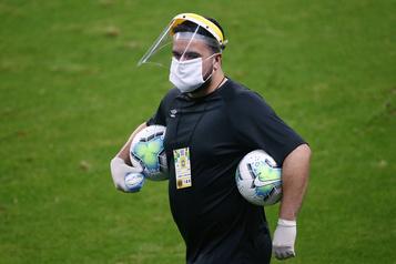 Brésil: quatre joueurs de soccer positifs à la COVID-19autorisés à jouer)
