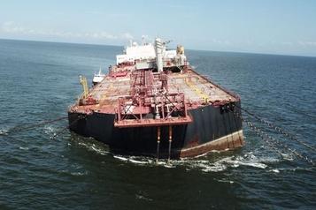 Un pétrolier vénézuélien endommagé fait craindre une «catastrophe environnementale»)