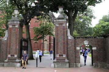 Harvard et le MIT défendent en justice les visas de leurs étudiants étrangers)