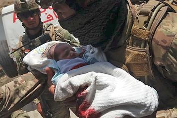 Afghanistan: des dizaines de civils tués dans deux attaques majeures)