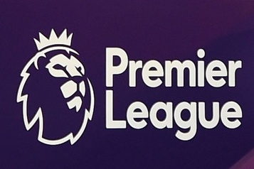 La Premier League reviendra à trois substitutions)