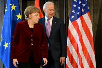 Biden et Merkel demandent à la Russie de réduire ses troupes près de l'Ukraine)