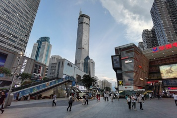 Chine Un gratte-ciel tremble et sème la panique à Shenzhen)