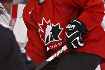 Deux cas de COVID-19 Le camp d'Équipe Canada Junior suspendu)