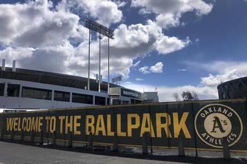 Les Athletics d'Oakland imposent des congés sans solde aux dépisteurs)