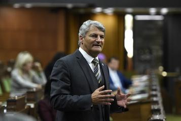 Loi de soutien aux travailleurs L'opposition a voté pour le projet à contrecoeur)