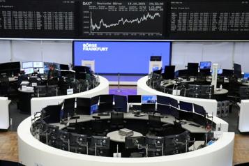 Les marchés boursiers au ralenti, le bitcoin bat son record