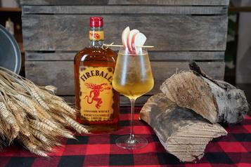 Cocktails Mettez du piquant dans l'automne avec le *Spritz de feu*)