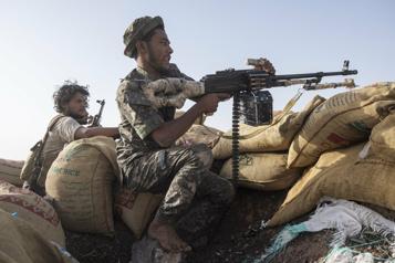 Guerre civile au Yémen Rebelles et loyalistes renforcent les troupes dans une zone stratégique)