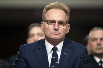 Le chef de l'US Navy limogé pour sa gestion du porte-avion contaminé