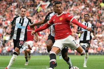 Cristiano Ronaldo marque à son retour à Manchester)