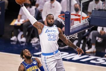 Retour de LeBron, les Lakers à une victoire d'accéder aux séries)