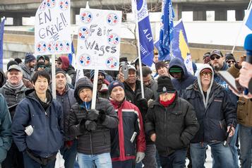 Grève chez Swissport: Bloc et NPD demandent à la ministre d'intervenir