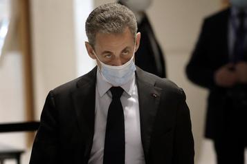 L'ex-président Sarkozy dénonce des «infamies» à la reprise de son procès)