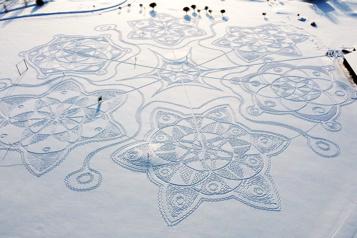 Finlande Une œuvre d'art géante tracée dans la neige remporte un grand succès)