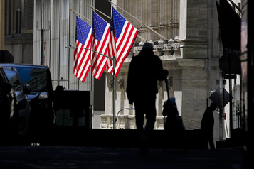 Après avoir hésité, Wall Street finit en baisse)