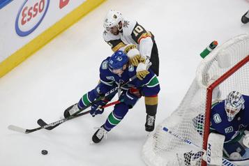 Les Canucks s'entendent pour une saison avec Gaudette et Hawryluk)