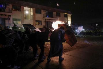 Minneapolis Nuit de manifestation après la mort de Daunte Wright, tué par la police)