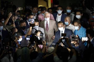 L'ex-premier ministre malaisien Najib Razak condamné à 12 ans de prison)