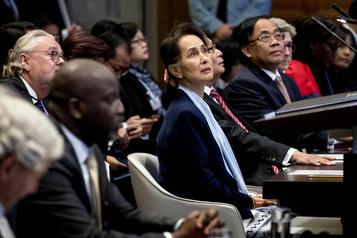 Birmanie: Aung San Suu Kyi à la défense des militaires
