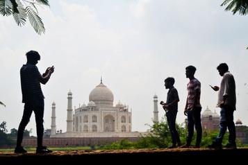 Le Taj Mahal rouvrira malgré la flambée du coronavirus)
