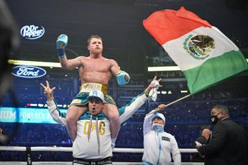 Boxe «Canelo» bat Saunders et unifie les titres des super-moyens)
