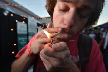 Selon une étude Vapotage et cannabis riment avec mauvais rendement scolaire chez les jeunes)