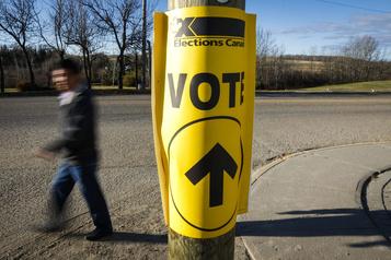 Le commissaire aux élections de l'Alberta limogé