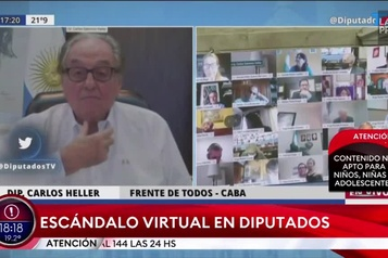 Un député argentin embrasse le sein de sa femme en pleine visioconférence)
